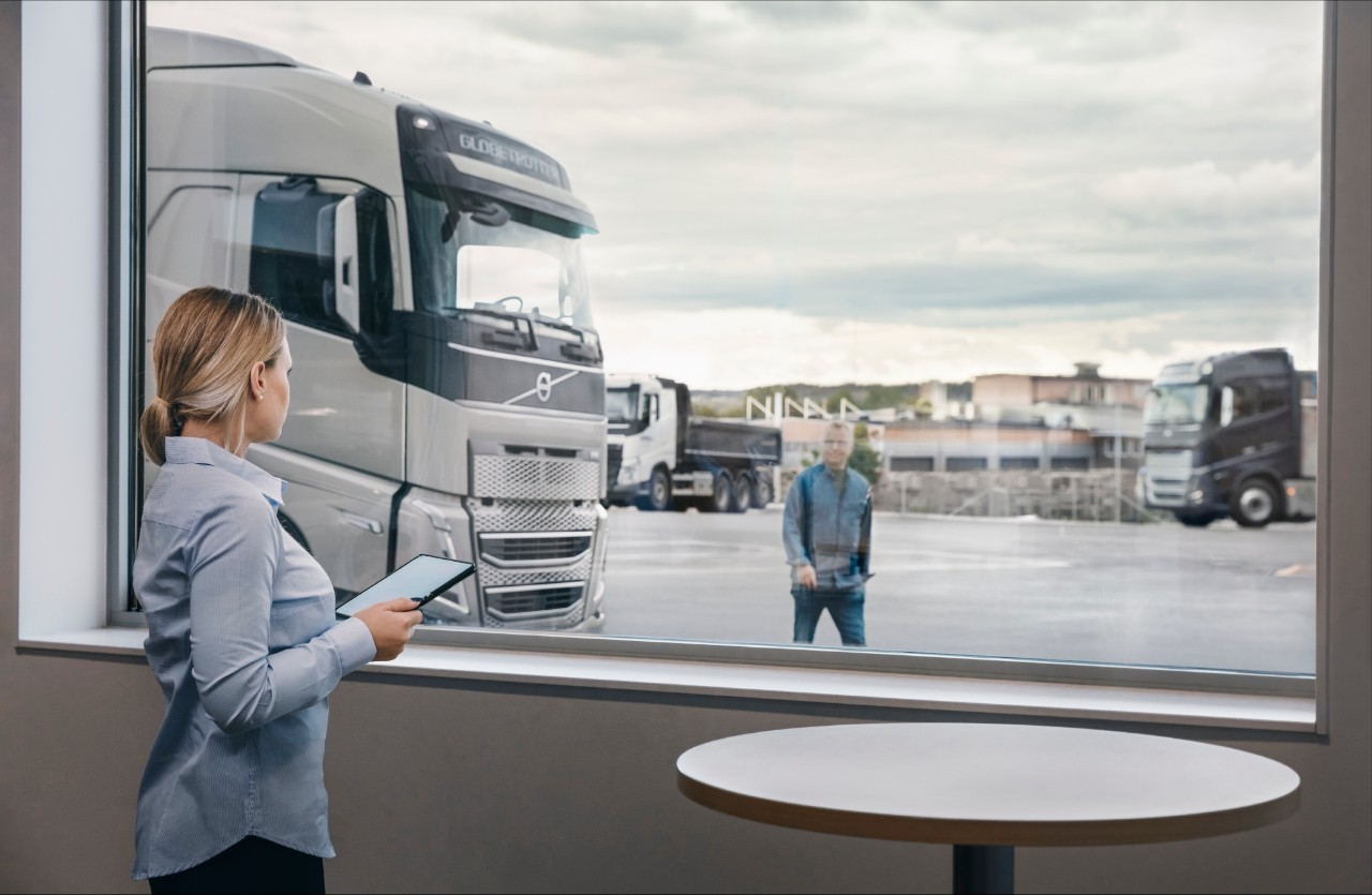 Volvo FH, customer and volvo salesman at Volvo dealership