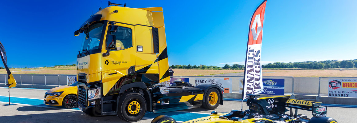 Renault T High Sport Racing